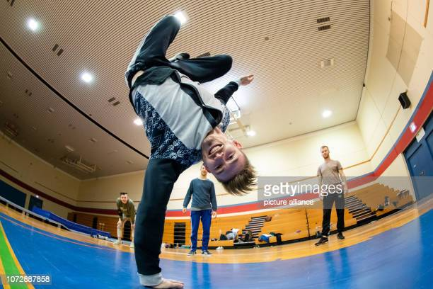 Michi breakdancer of the breakdance group DDC practices during a training session Photo Daniel Karmann/dpa