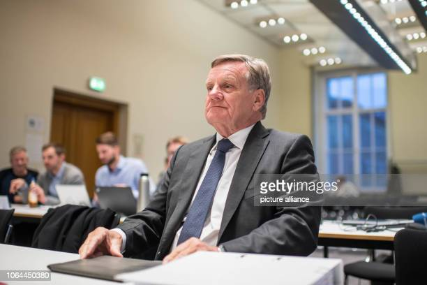 Former Berlin airport chief Hartmut Mehdorn is waiting to be questioned by the BER investigative committee in the House of Representatives Photo...