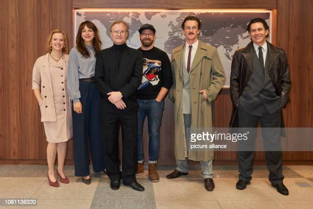 "November 2018, Berlin: Press date on the set of ""Wendezeit"" with the actors and the director: Nina Rausch , Petra Schmidt-Schaller, Ulrich Thomsen,..."