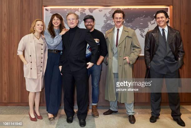 "November 2018, Berlin: Press date on the set of ""Wendezeit"" with the actors and the director: Nina Rausch, Petra Schmidt-Schaller, Ulrich Thomsen,..."