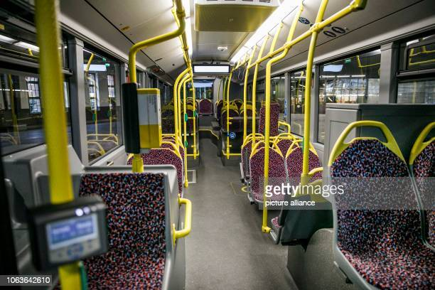 November 2018, Berlin: View into the interior of one of the new BVG buses. The Mercedes-Benz Citaro G articulated bus model has a total capacity of...