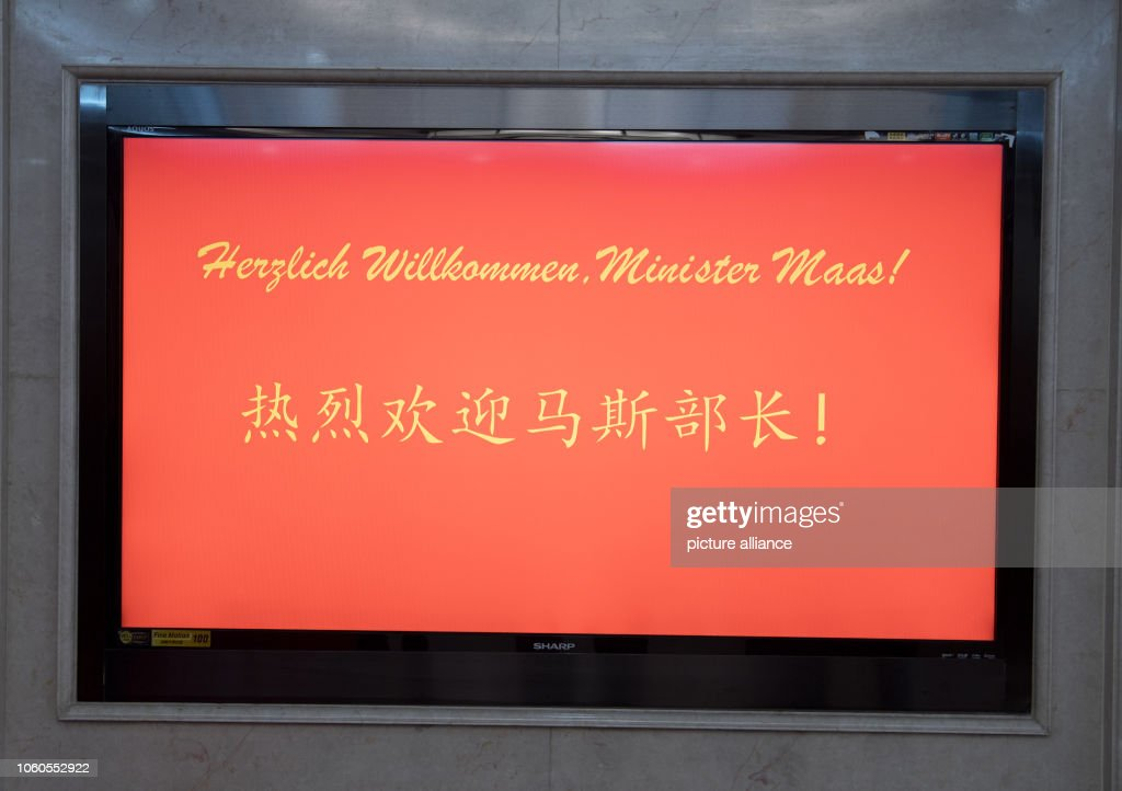 The words 'Welcome, Minister Maas!' appear on a scoreboard