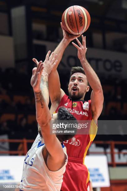 Basketball World Cup qualification Greece Germany Europe 2nd round Group L 3rd matchday The German Iamet Akpinar prevails Photo Angelos Tzortzinis/dpa