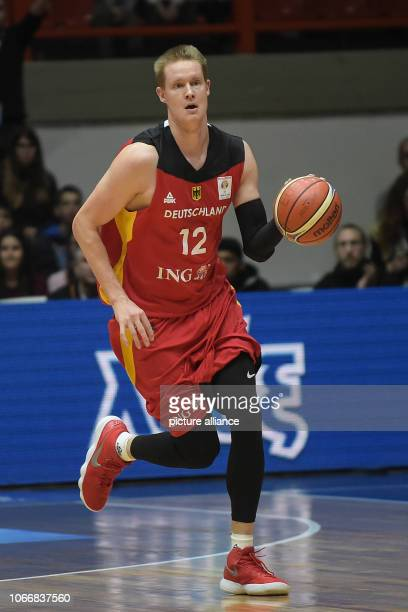 Basketball World Cup qualification Greece Germany Europe 2nd round Group L 3rd matchday German Robin Benzing leads the ball Photo Angelos...