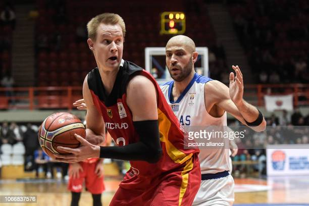 Basketball World Cup qualification Greece Germany Europe 2nd round Group L 3rd matchday The German Robin Benzing plays the ball next to the Greek...