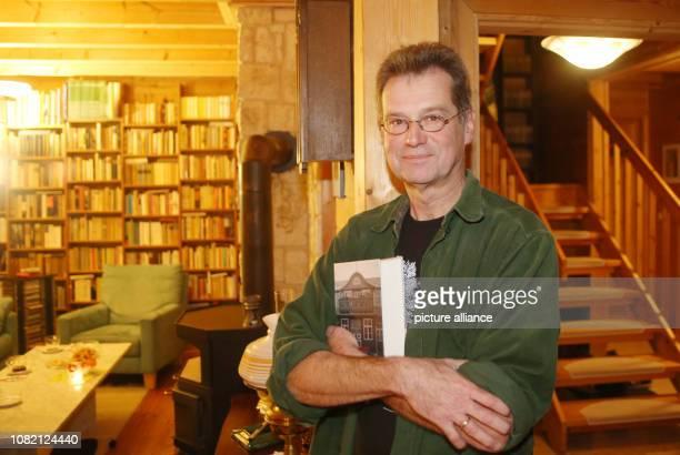 21 November 2018 MecklenburgWestern Pomerania Lübstorf The Mecklenburg author Lutz Dettmann stands in his library In his book Und über uns der weiten...