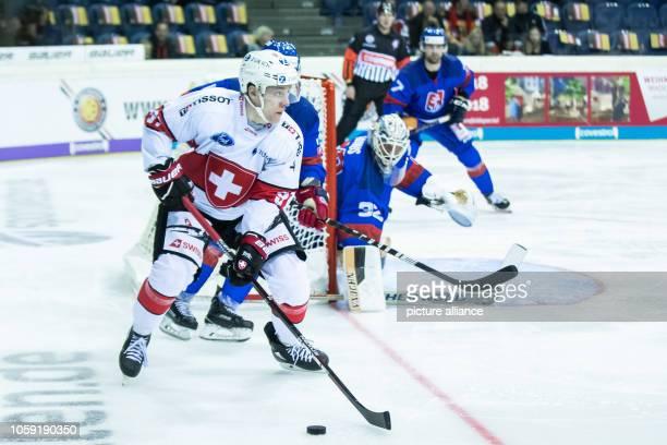 08 November 2018 North RhineWestphalia Krefeld Ice hockey Germany Cup Slovakia Switzerland 1st matchday The Swiss Jason Fuchs plays the puck Photo...