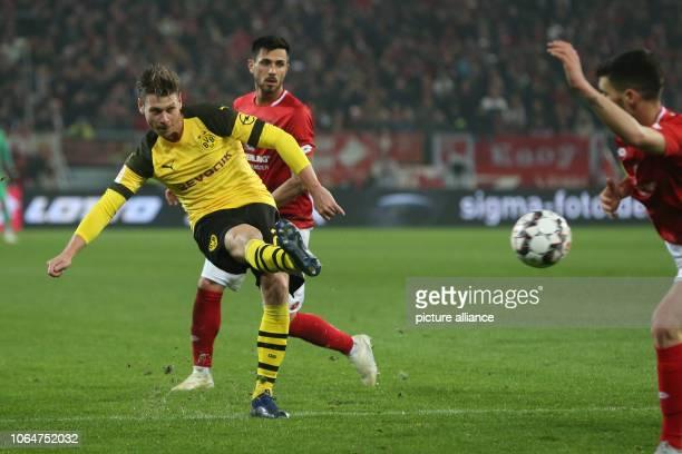 24 November 2018 RhinelandPalatinate Mainz Soccer Bundesliga FSV Mainz 05 Borussia Dortmund 12th matchday in the Opel Arena Dortmund's Lukasz...