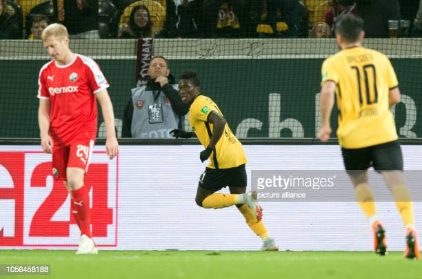 Soccer 2nd Bundesliga Dynamo Dresden SV Sandhausen 12th matchday in the Rudolf Harbig Stadium Dynamos Moussa Kone rejoices after his goal to 10...