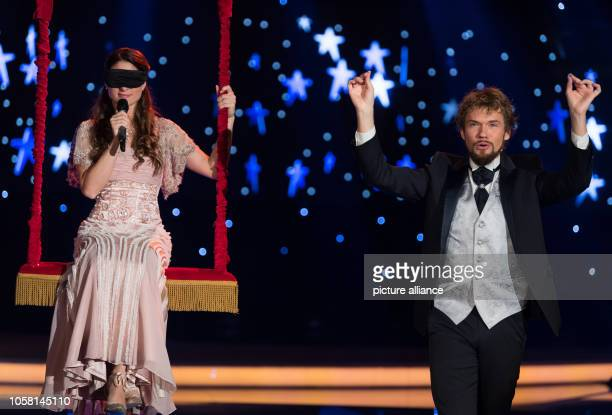 Magic artists Thommy Ten and Amelie van Tass perform at the dress rehearsal before the recording of the MDR show Weihnachten bei uns The programme is...
