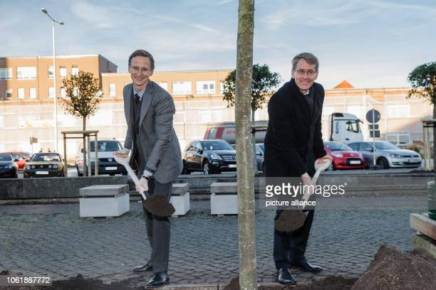 15 November 2018 SchleswigHolstein Kiel Marc Fielmann Chairman of the Board of Fielmann Aktiengesellschaft and Daniel Günther Minister President of...