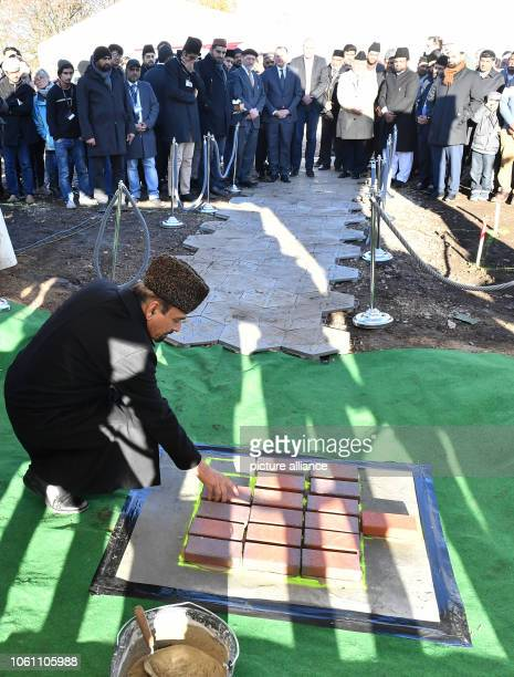 Community members lay the foundation stone for a new mosque The Ahmadiyya community with about 100 members wants to build the mosque in the Marbach...