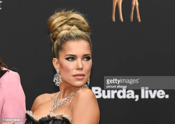 November 2019, Baden-Wuerttemberg, Baden-Baden: Sylvie Meis comes to the 71st Bambi Awards in the Festspielhaus. The Bambi Media Prize has been...