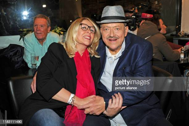 The actor Joseph Hannesschläger and his wife Bettina Geyer come to the film premiere of his film Schmucklos Der Film at the RioFilmpalast The comedy...