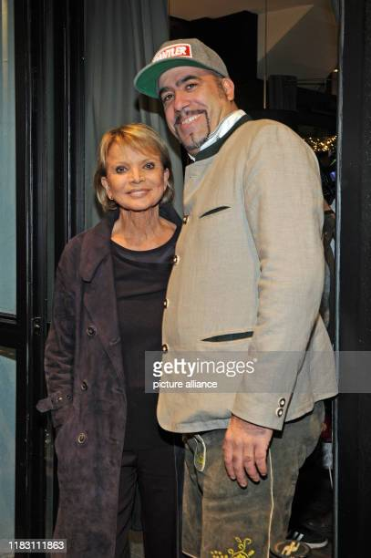 The actress Uschi Glas and the director Thomas Schwendemann come to the film premiere of the film Schmucklos Der Film at the RioFilmpalast The comedy...