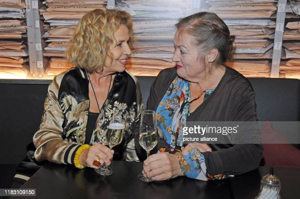 The actresses Marianne Sägebrecht and Michaela May come to the film premiere of their film Schmucklos Der Film at the RioFilmpalast The comedy and a...