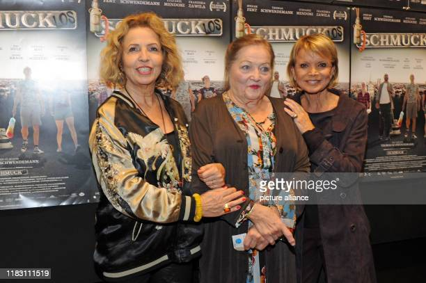 The actresses Michaela May Marianne Sägebrecht and Uschi Glas come to the film premiere of their film Schmucklos Der Film at the RioFilmpalast The...