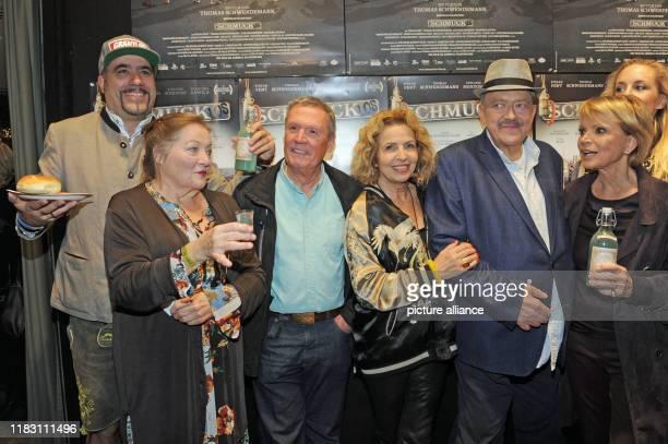 The director Thomas Schwendemann the actors Marianne Sägebrecht Hansi Kraus Michaela May Joseph Hannesschläger and Uschi Glas come to the film...