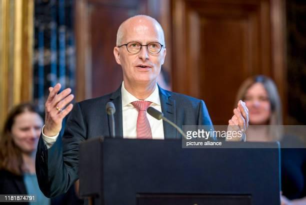 Peter Tschentscher Hamburg's First Mayor talks about the advantages of an influenza vaccination Tschentscher and health senator PrüferStorcks had...