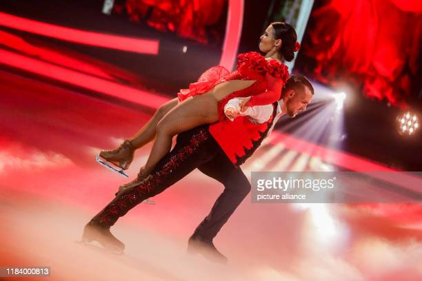 22 November 2019 North RhineWestphalia Cologne Eric Stehfest actor and Amani Fancy ice dancer stand on the ice in the live show of the SAT1 show...