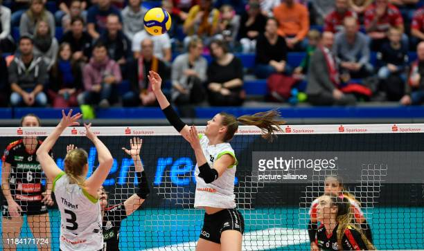 Volleyball women DVV Cup Dresdner SC Ladies in Black Aachen Aachen's Aziliz Divoux and team mate Emily Thater in action Photo Matthias...