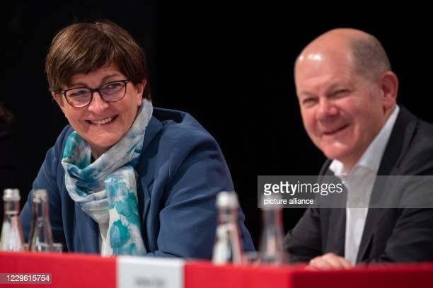 November 2020, Baden-Wuerttemberg, Stuttgart: Saskia Esken, SPD party leader, sits next to Olaf Scholz , Federal Minister of Finance and Vice...