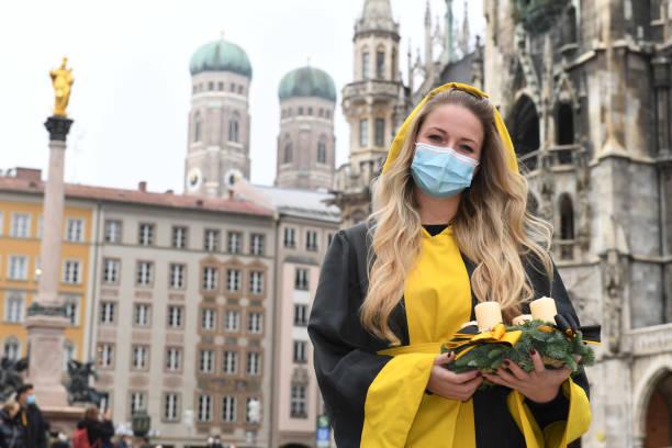 DEU: Munich Kindl With Advent Wreath