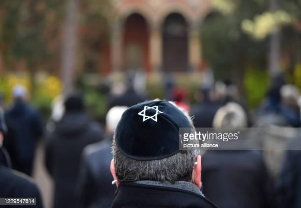 November 2020, Thuringia, Erfurt: A kippah with an embroidered Star of David is worn by a man at a memorial service in the Jewish cemetery. Today is...