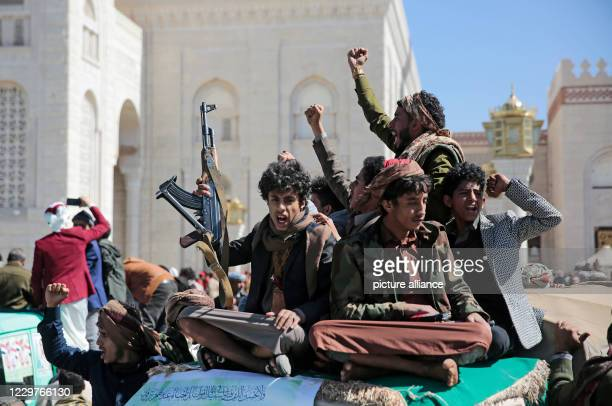 November 2020, Yemen, Sana'a: Houthi tribesmen chant slogans during funeral procession of Houthi movement fighters, who allegedly were killed in...