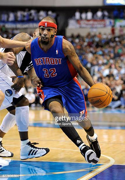 Detroit Pistons shooting guard Richard Hamilton drives in to the paint during an NBA game between the Detroit Pistons and the Dallas Mavericks at the...