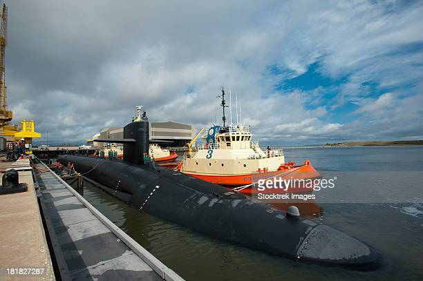 november 23, 2011 - the ohio-class ballistic missile submarine uss tennessee (ssbn 734) returns to homeport at naval submarine base kings bay, georgia.  - marinebasis stockfoto's en -beelden