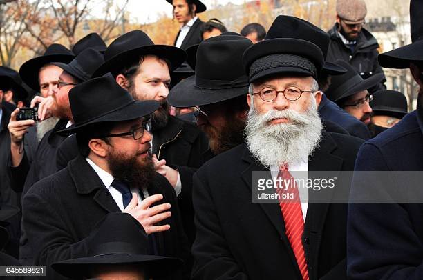 November 23 NYC New York USA 4 thousand Rabbis pose for a group photo in front of ChabadLubavitch world HQ in Brooklyn NY The international event...