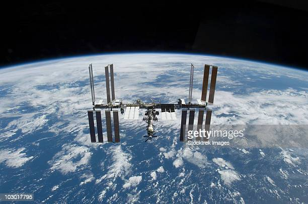 november 25, 2009 - the international space station in orbit above the earth. - international space station stock pictures, royalty-free photos & images