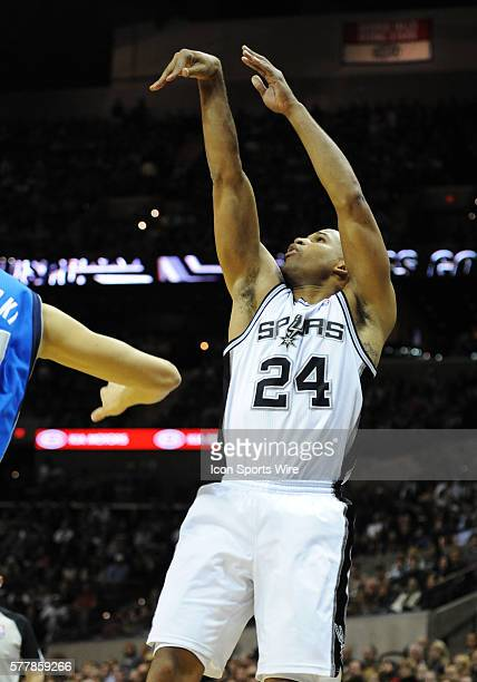 San Antonio Spurs small forward Richard Jefferson takes a shot against the Dallas Mavericks at the ATT Center in San Antonio Tx
