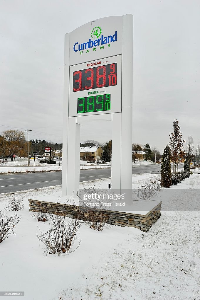November 26, 2013�Rising area gasoline prices are reflected in the competition between two Yarmout : News Photo