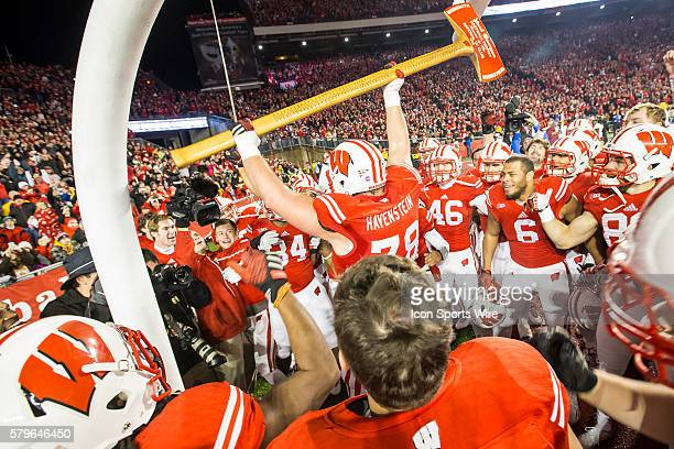 Wisconsin Badgers offensive linemen Rob Havenstein celebrates with Paul Bunyan's Axe as the Wisconsin defeated the Minnesota Golden Gophers for Paul...