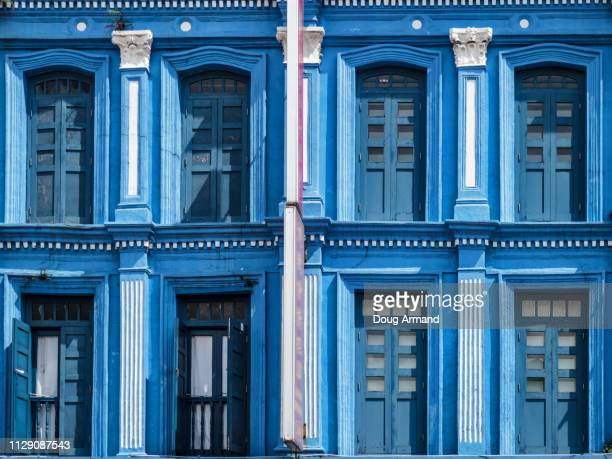 singapore - november 6,2018: detail of traditional colorful windows wooden blinds in chinatown - blue november - fotografias e filmes do acervo