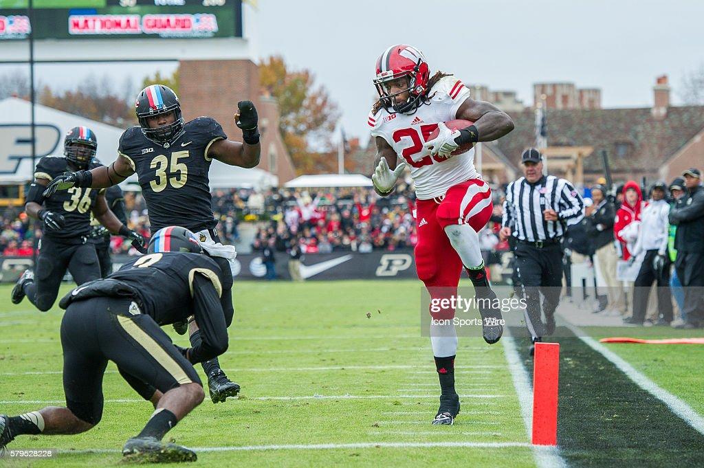 Wisconsin Badgers running back Melvin Gordon leaps over ...