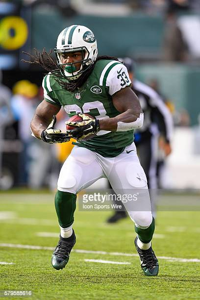 New York Jets running back Chris Ivory runs the ball during a NFL matchup between the Pittsburgh Steelers and the New York Jets at MetLife Stadium in...