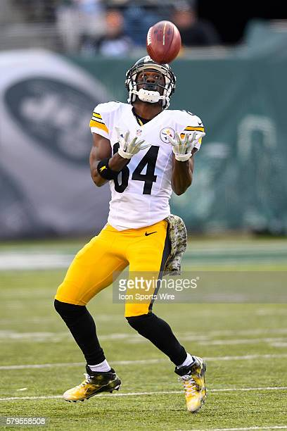 Pittsburgh Steelers wide receiver Antonio Brown during the second half of a NFL matchup between the Pittsburgh Steelers and the New York Jets at...