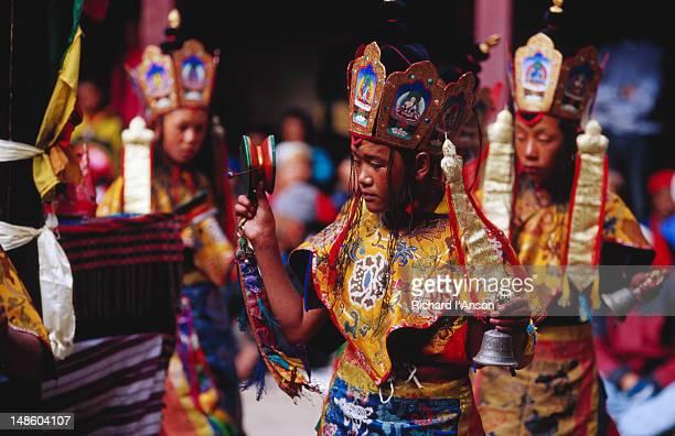 novice monks performing lama dance at mani rimdu festival. - mani rimdu festival stock pictures, royalty-free photos & images