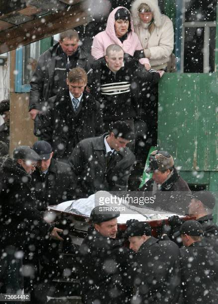 Novokuznetsk, RUSSIAN FEDERATION: People carry the coffin of Ivan Artunyan, a miner killed at the Ulyanovskaya mine, during a funeral ceremony in...
