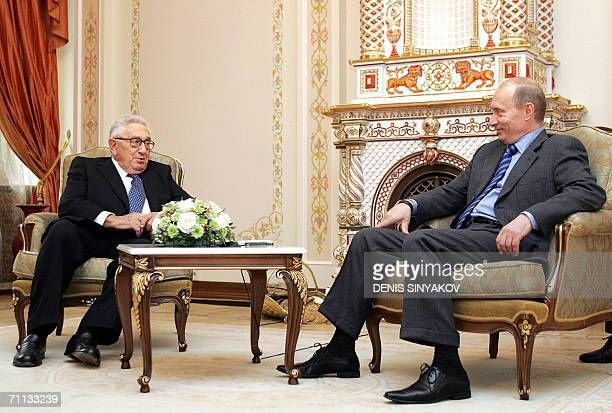Former US Secretary of State Henry Kissinger speaks with Russian President Vladimir Putin at the NovoOgaryovo residence outside Moscow 06 June 2006...