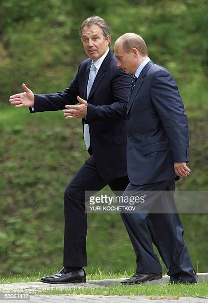 Novo-Ogaryovo, RUSSIAN FEDERATION: Russian President Vladimir Putin and British Prime Minister Tony Blair have a walk during their meeting in...