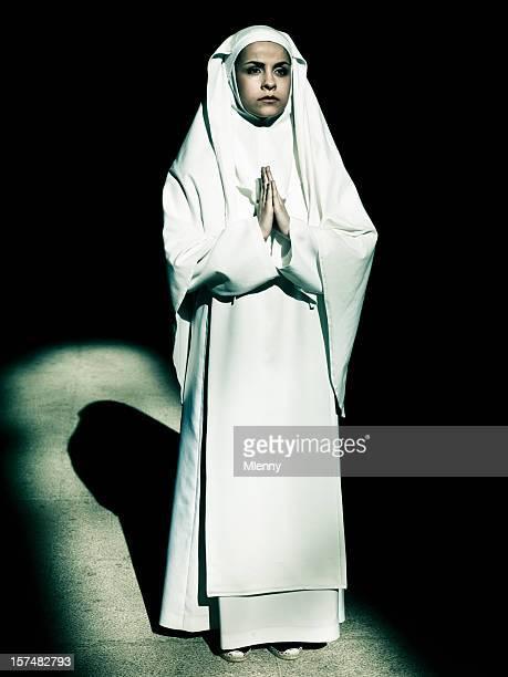 Nonne im Gebet