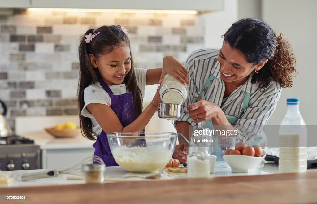 Now it's time to add the flour : Stock Photo