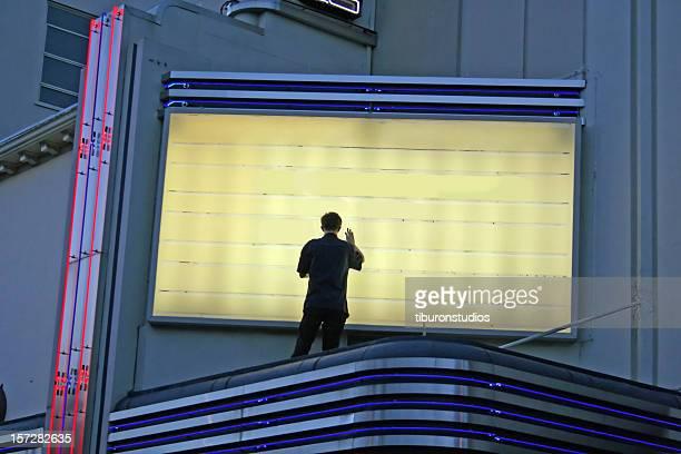 現在上演中の舞台です。man 変更の署名 - カリフォルニア州ハリウッド ストックフォトと画像
