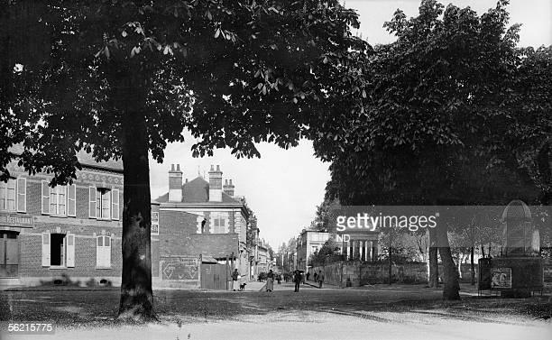 Noyon Entry of the city SaintEloi street about 1900