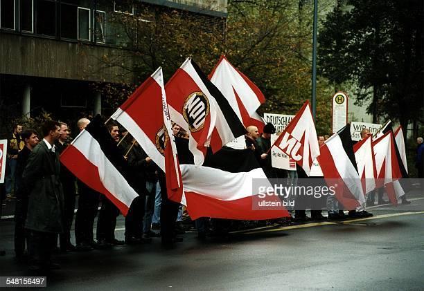 NPDAnhänger bei einer Demonstration in Marburg / Lahn 9111997 nur Inland