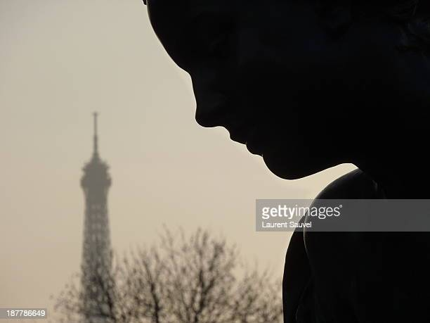 néréide et tour eiffel, paris, france - laurent sauvel photos et images de collection